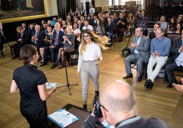 Romští studenti budou slavnostně uvedeni do stipendijního programu  organizace ROMEA v Brožíkově sálu na Staroměstské radnici
