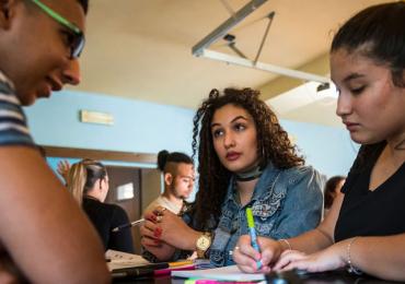 ROMEA: Pravidelná podpora romských studentů má smysl. Dokazují to i pololetní vysvědčení našich stipendistů