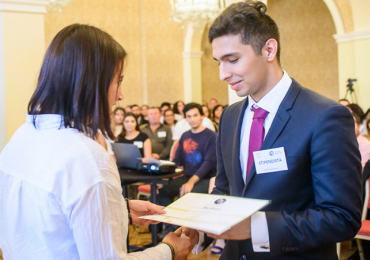 Romští studenti SŠ a VOŠ mohou ode dneška žádat o stipendium. Uzávěrka přihlášek je do 15. července 2018