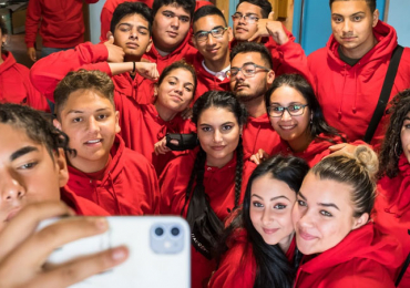ROMEA letos poskytla stipendia dalším 95 romským studentům. Za 5 let trvání programu rozdala už 365 stipendií